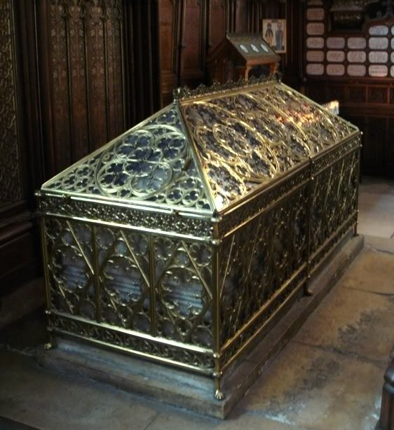 Tomb_of_Sainte_Genevieve_in_Saint_E